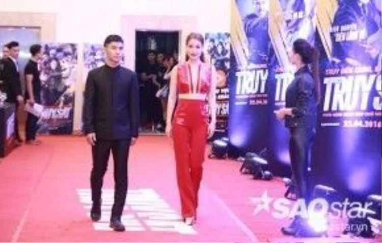 Trương Ngọc Ánh sánh bước bên diễn viên trẻ Cường Seven.