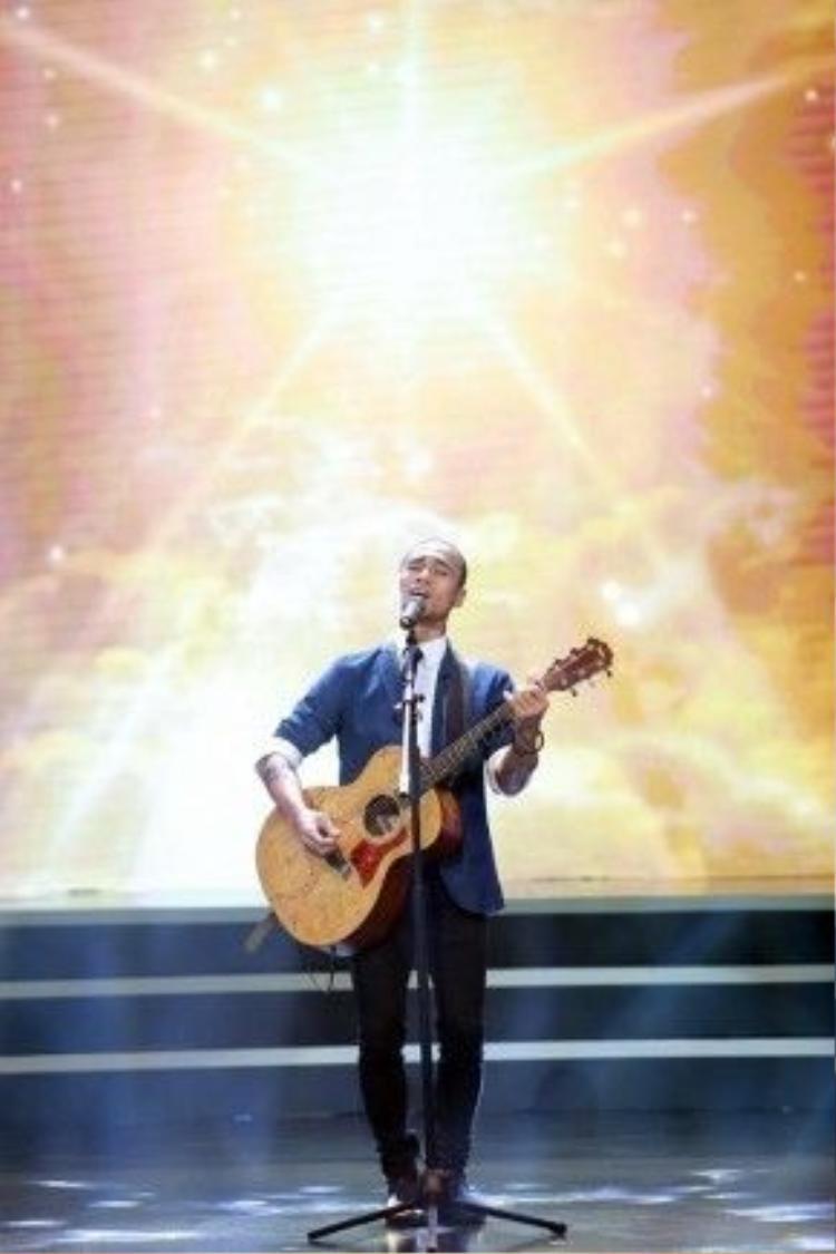 Phạm Anh Khoa cũng gửi tặng mọi người một ca khúc nằm trong dự án âm nhạc sắp tới. Chất giọng nam tính nhưng không kém phần tình cảm của anh nhận được nhiều lời khen ngợi.