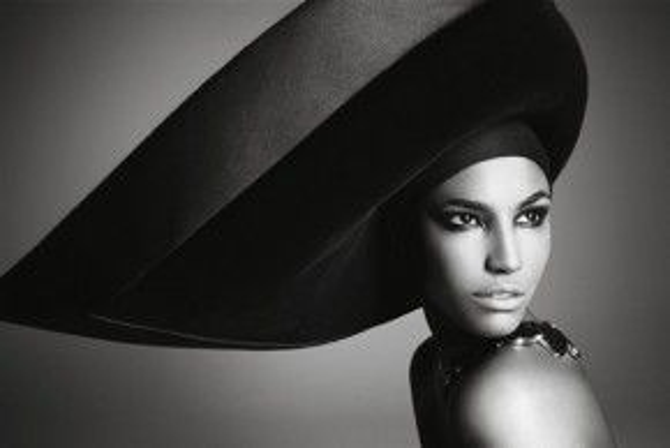 Sinh năm 1989, Sessilee Lopez đang là người mẫu sáng giá của làng thời trang thế giới.