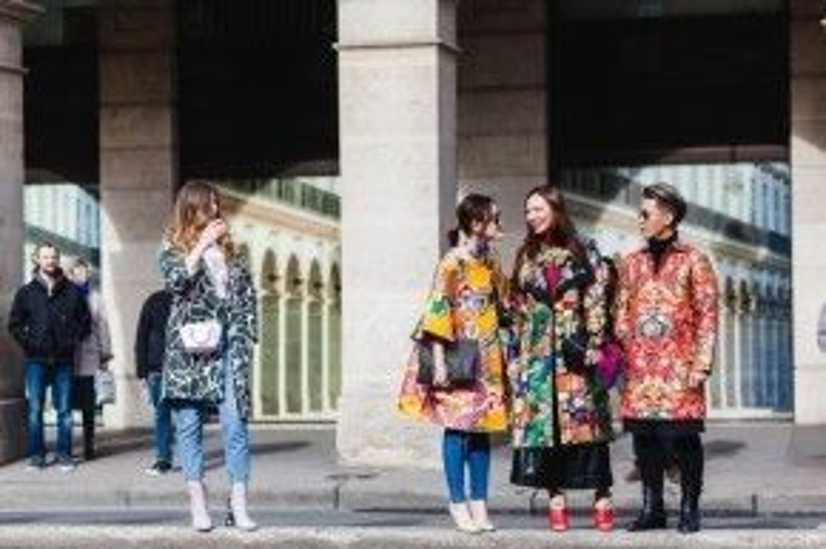 Là một fashionista cũng đồng nghĩa với việc mặc đẹp và được mọi người ca tụng. Việc trở thành fashionista không bao gồm bạn phải mặc đồ hiệu, xinh đẹp như hoa hậu nhưng nhất định phải ăn mặc ấn tượng, được nhiều người biết đến và công nhận.