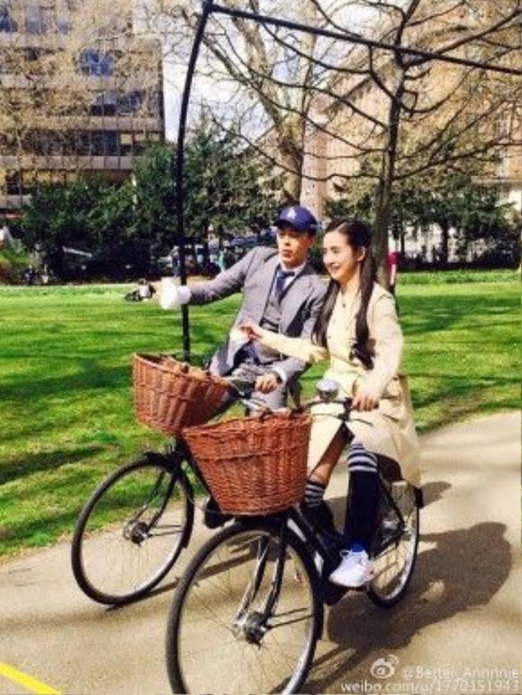 Hình ảnh của Trịnh Nguyên Sướng và Lâm Y Thần tái hợp trong show truyền hình thực tế Cộng sự phi phàm.