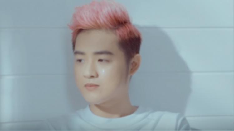 Khoảnh khắc Thanh Duy rơi nước mắt trong MV.