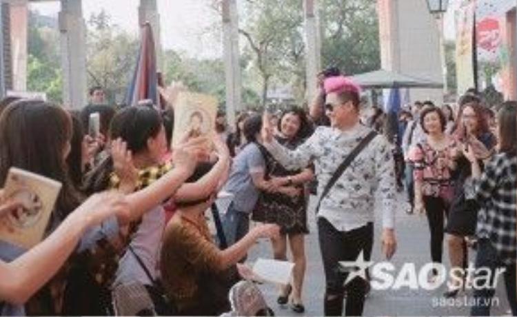 Thanh Duy hạnh phúc khi được các fan dành nhiều tình cảm.