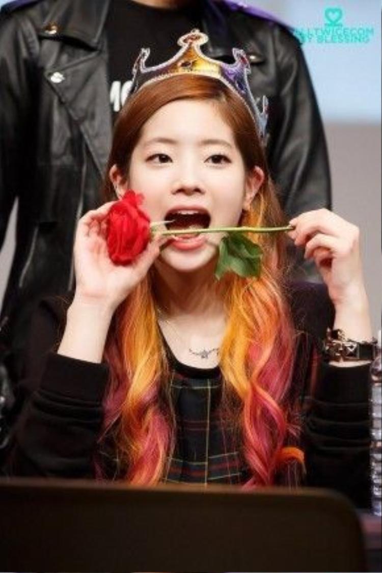 Dahyun nổi bật với những nét tính cách khác lạ.