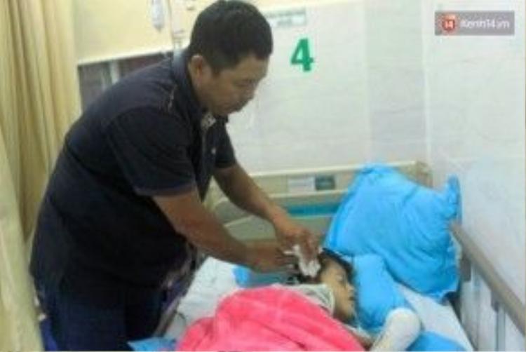 Gia đình anh Thế Huy vốn khó khăn, nên dù rất muốn chữa trị cho con nhưng kinh tế không cho phép.