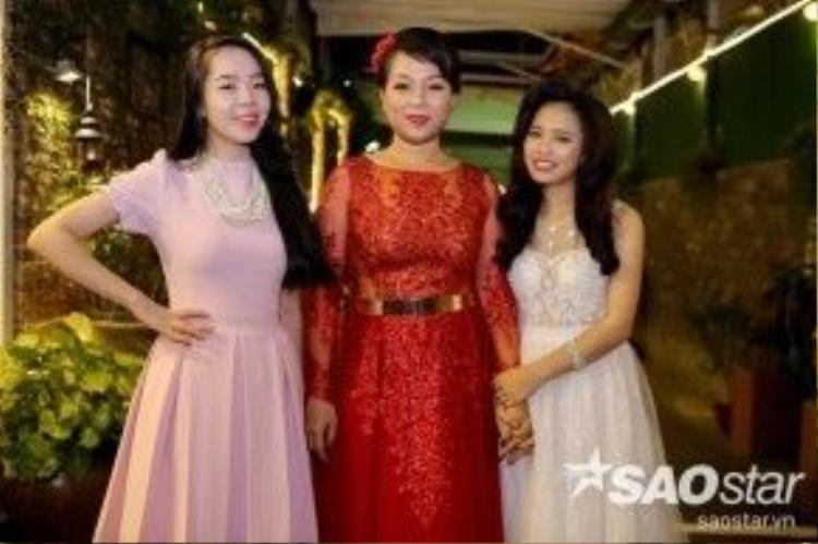 Minh Thảo (giữa) bên cạnh Mai Phương, Trần Hằng là 3 thí sinh xuất sắc nhất của đội HLV Quang Dũng.