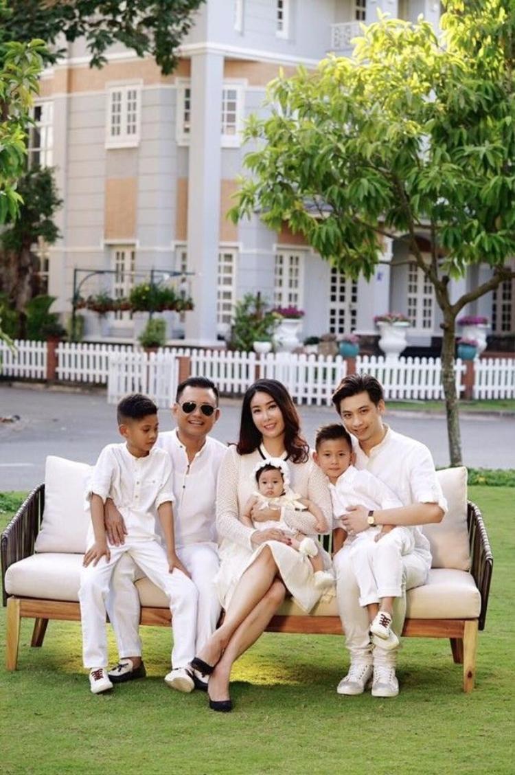 Ai cũng phải ghen tị với hoa hậu Hà Kiều Anh khi xem loạt ảnh này!
