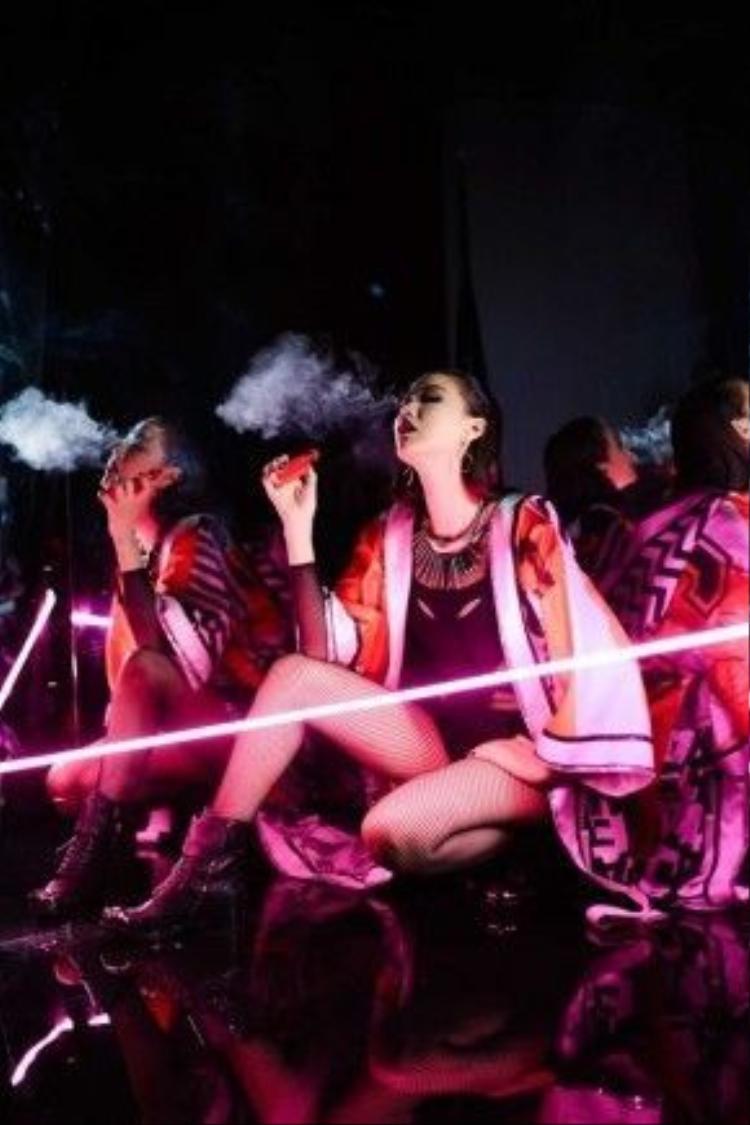 Hình ảnh đầy nổi loạn của Maya trong dự án âm nhạc mới.