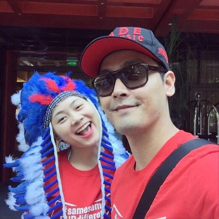 MC Phan Anh hãnh diện giơ cao cờ Việt Nam tại Tomorrowland 2016