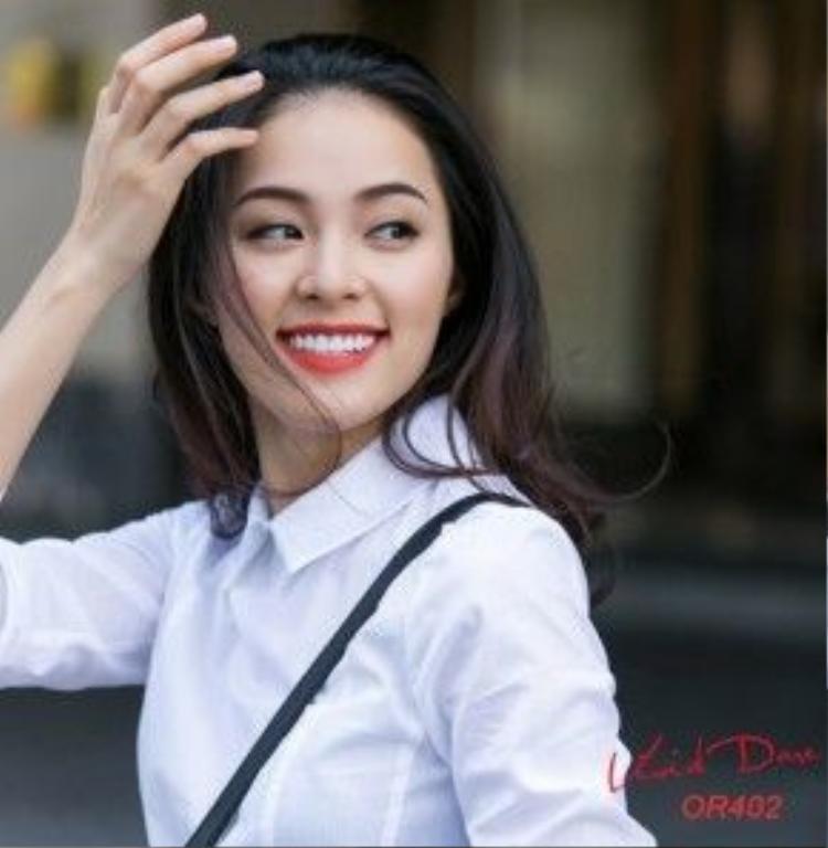 Màu son cam tươi trẻ cũng khiến cô nàng ghi điểm. Dâu tây là một gợi ý để có hàm răng trắng sáng vừa rẻ vừa ngon cho chị em.