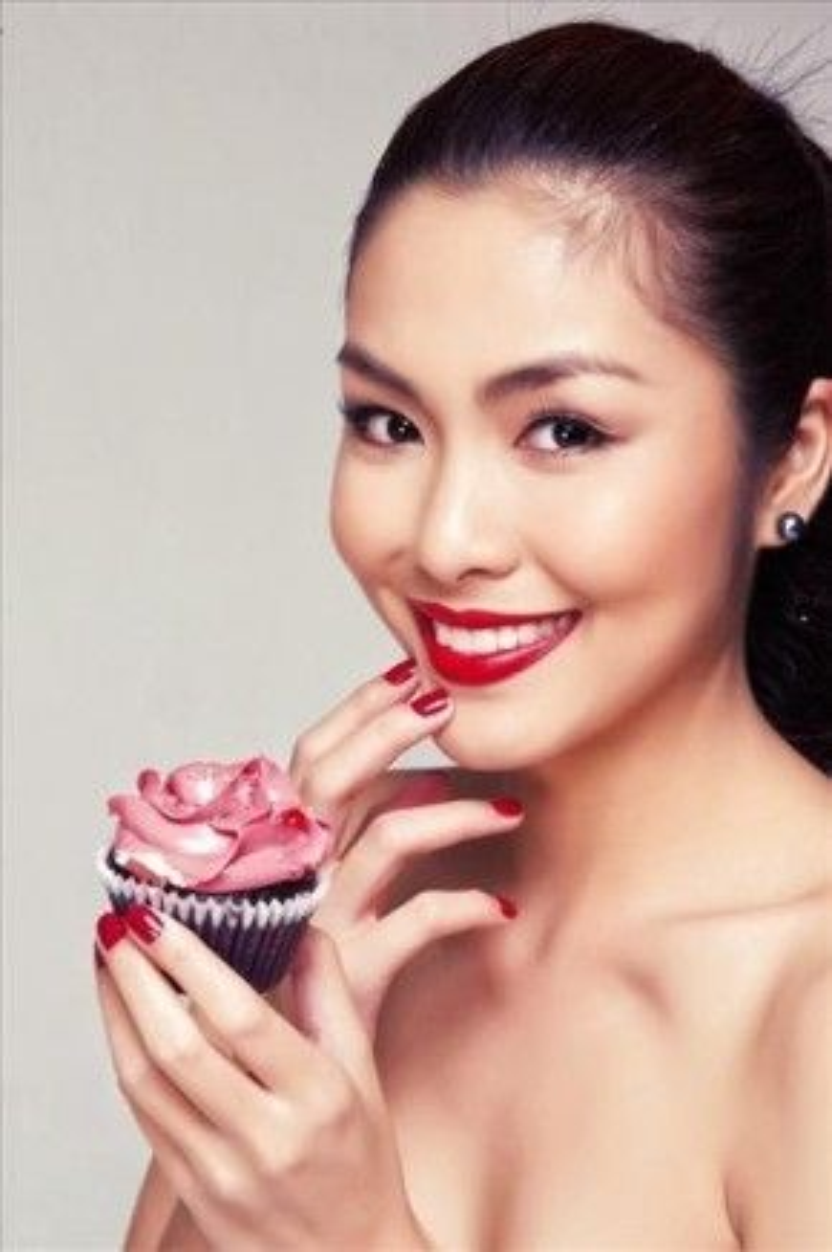 Bí quyết để hàm răng sáng bóng hơn là màu son đỏ, khi sử dụng màu son này màu răng trở nên sáng và nổi bật hơn.