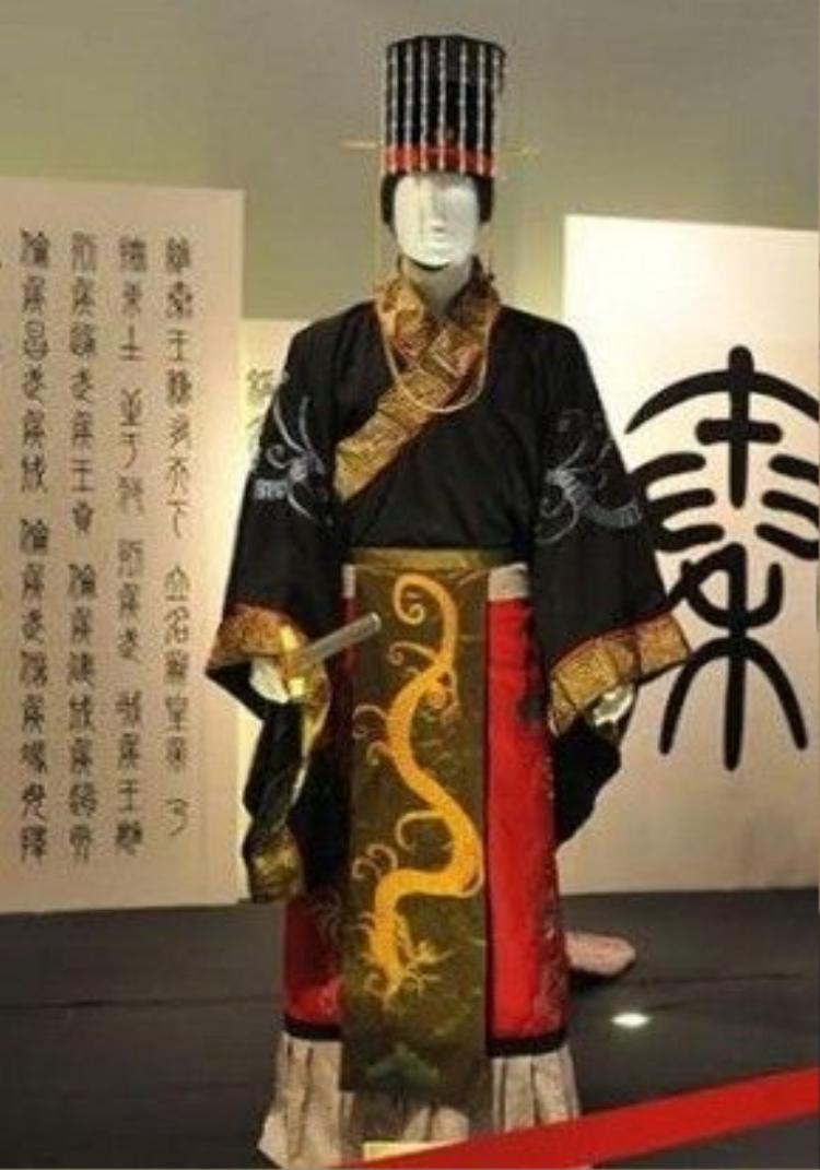 Trang phục thời Tần trong một triển lãm trưng bày tại bảo tàng di chỉ Hàn Quang Môn, Trung Quốc. Ảnh: HSW