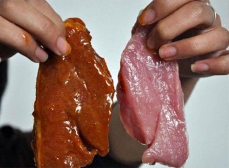 Tá hỏa phát hiện miếng thịt bò biến thành màu trắng sau 2 tiếng