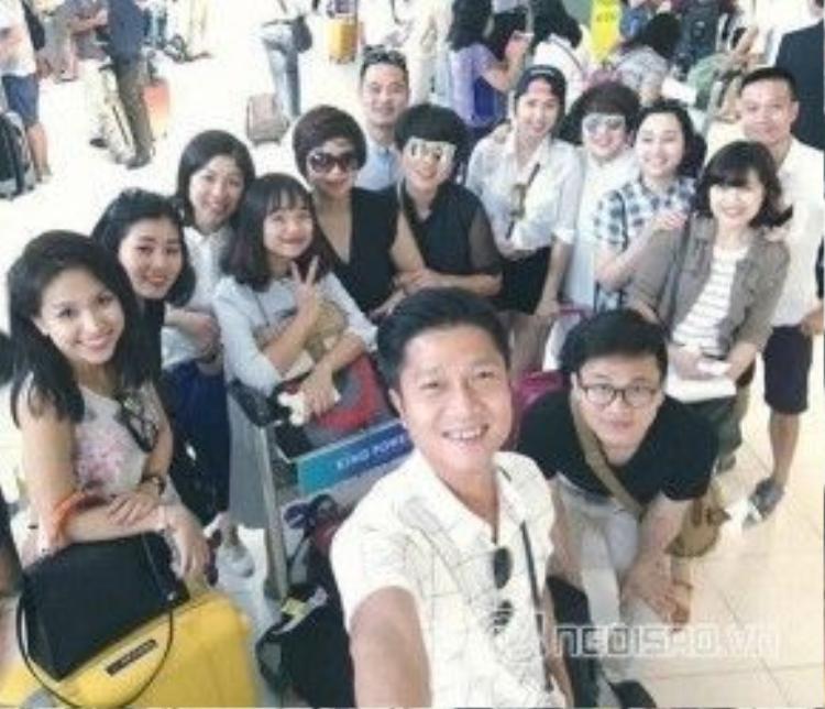 Hình ảnh Thanh Vân Hugo cùng bạn bè ở sân bay