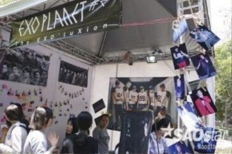 Gian hàng của fan EXO.