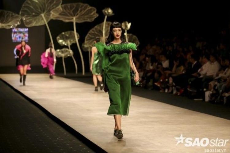 Giới thời trang xiêu lòng với Lối về thiên thai của Quang Nhật