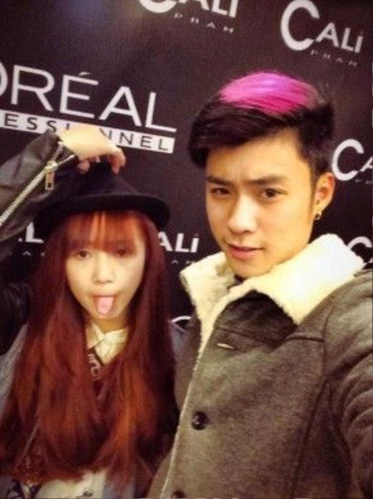 Chơi trội với light tóc màu hồng rực.