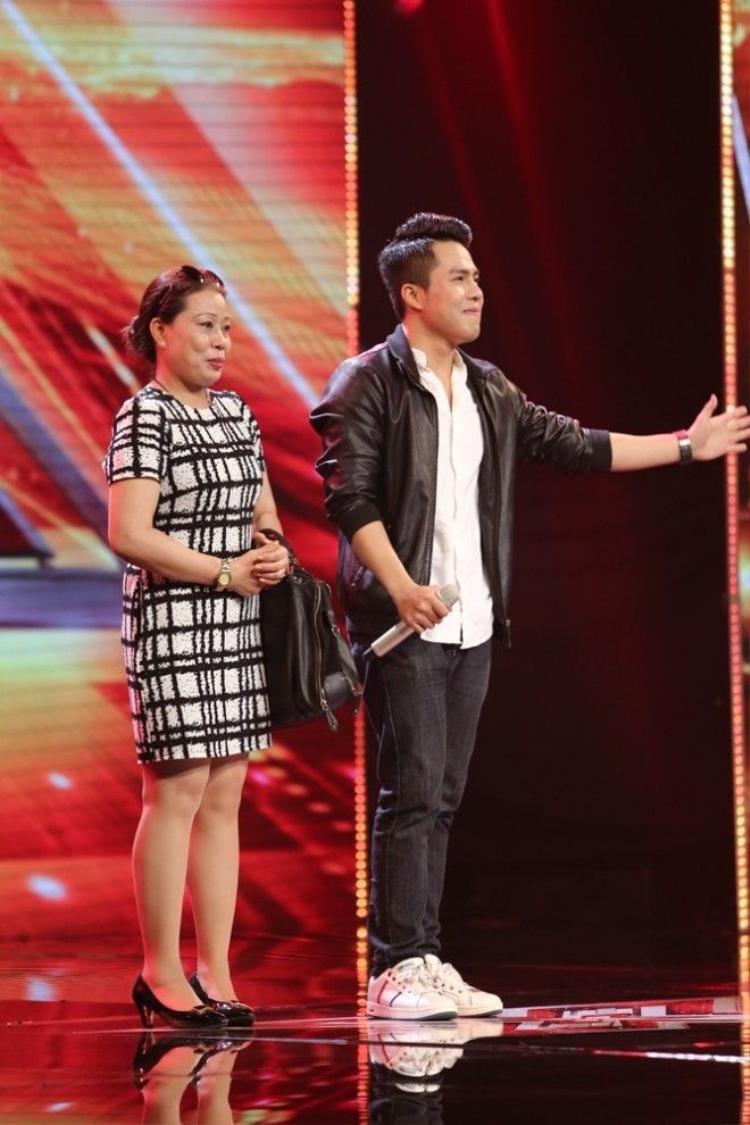 Phạm Chí Huy ca sĩ da màu nhận cơn mưa lời khen từ giám khảo