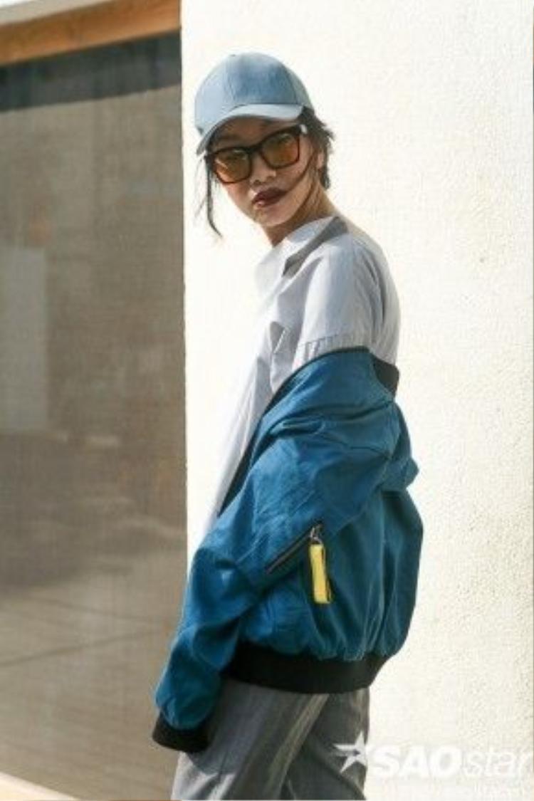Phan Linh bụi phủi, chất lừ với trang phục tự cô thiết kế.