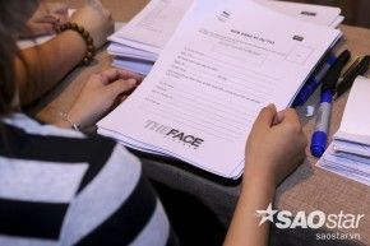 Theo thống kê của BTC, có hơn 1000 bộ hồ sơ của các thí sinh đăng ký online trên toàn quốc và con số người đăng ký tham gia thi cũng tăng lên trong mỗi đợt vòng thi tuyển diễn ra.