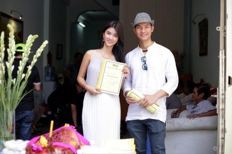 Bị thương ở chân, Kim Tuyến vẫn tới dự ra mắt phim truyền hình Người đàn bà quyến rũ