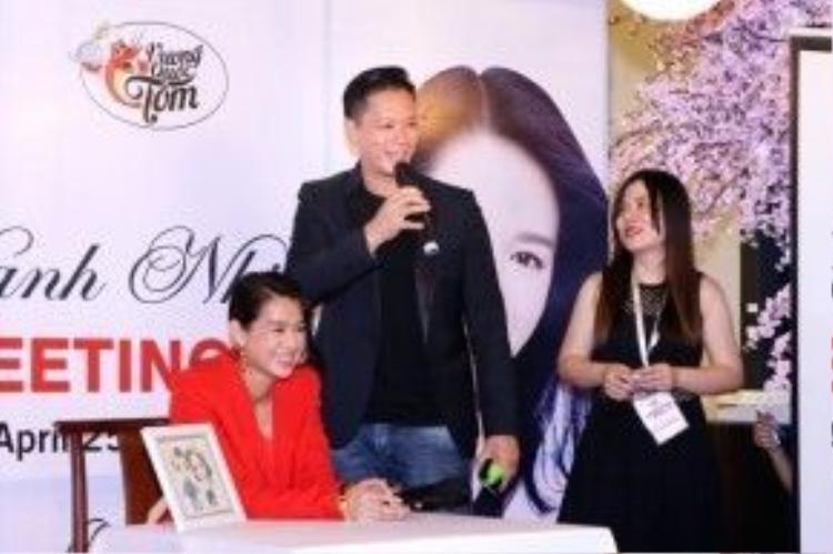 Trong buổi họp mặt, vợ chồng Hồ Hạnh Nhi đã chia sẻ nhiều câu chuyện thú vị với fan cũng như lắng nghe những nguyện vọng của fan.