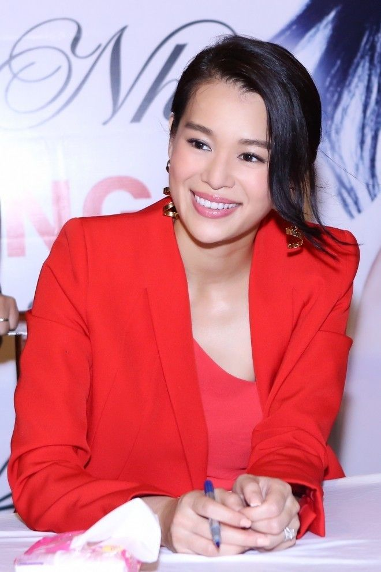Loạt biểu cảm đáng yêu của Hồ Hạnh Nhi trong buổi họp mặt fan Việt