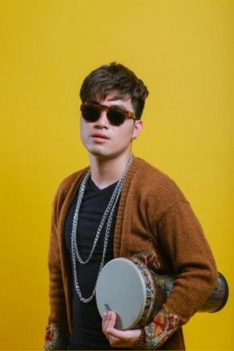 Hoàng Phong cũng đã từng góp mặt trong nhiều dự án âm nhạc như: Album Vol.2 Young Hit Young Beat cùng một loạt các nghệ sĩ trẻ như Hoàng Tôn, Đinh Mạnh Ninh, Nhật Thuỷ, Min…