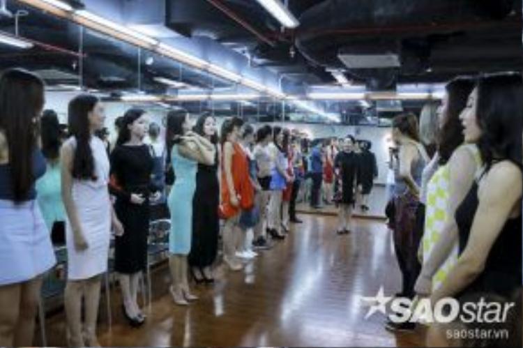 25 thí sinh của The Face Việt Nam đã được trải qua một ngày học tập tại John Robert Power về các kỹ năng cần thiết của một người mẫu chuyên nghiệp.