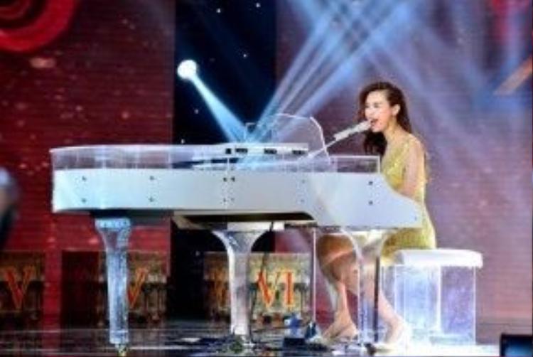 Kiều Diễm trổ tài trên những phím đàn Piano