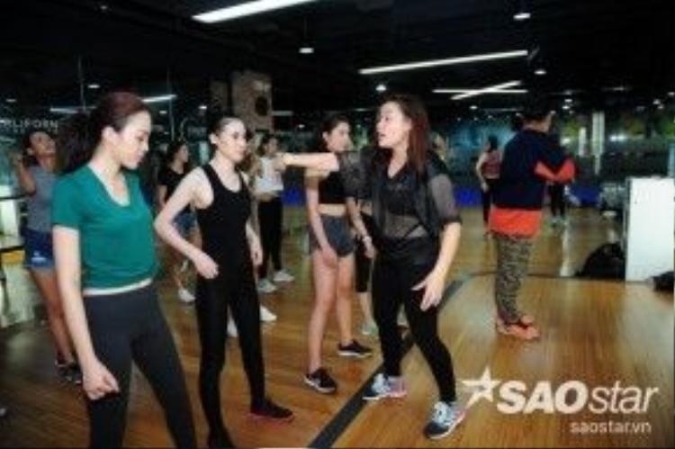 Đối với các thí sinh, catwalk có thể sẽ dễ dàng, nhưng nhảy thì thực sự khó, để nhảy đúng và nhảy đẹp thì cần khá nhiều thời gian.