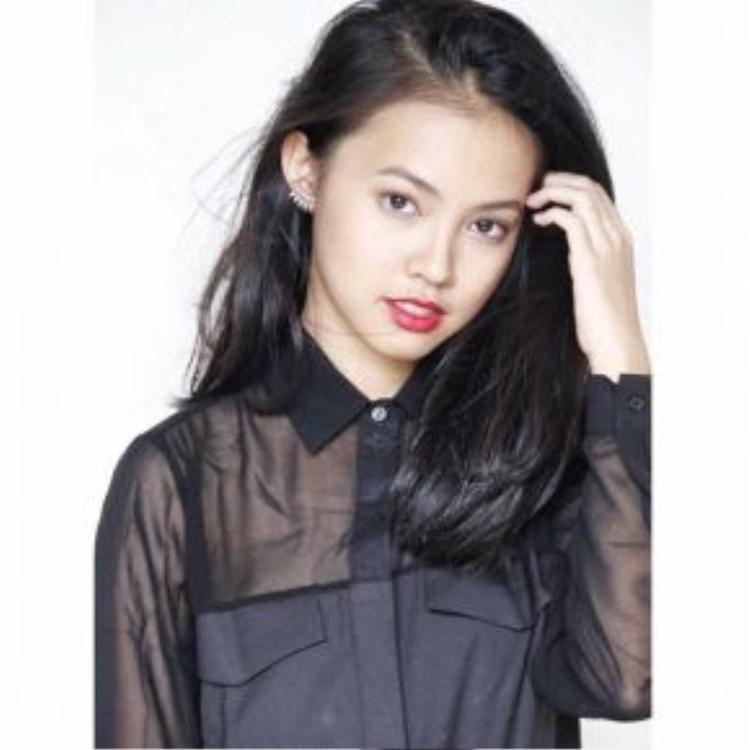 Cô nữ sinh này hiện đang theo học lớp 12 tại trường PTTH chuyên Lê Hồng Phong và đang bước vào kì thi tốt nghiệp quan trọng.