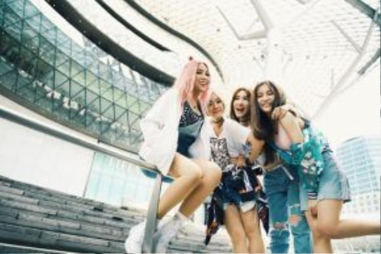 Lip B cùng MV Số nhọ với những cảnh quay thực hiện tại Singapore sẽ được ra mắt trong thời gian tới.