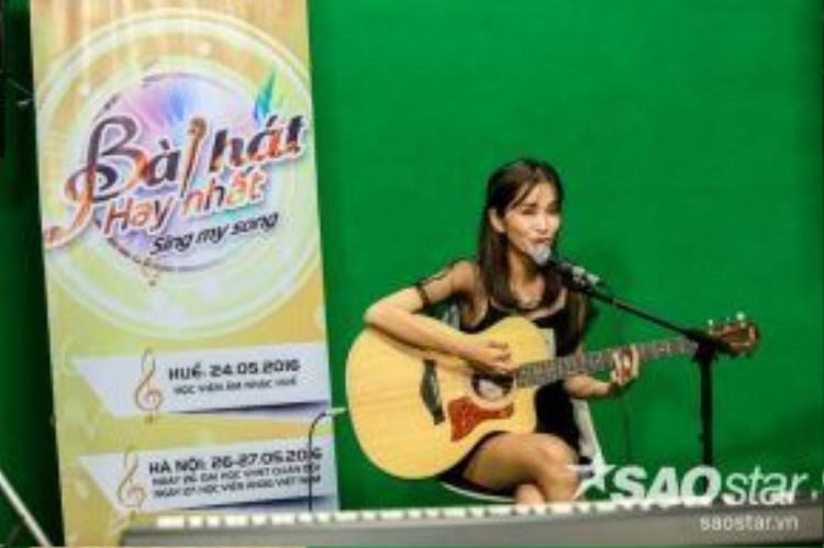 Thùy Hoàng Diễm - cô gái từng được biết với sáng tác Đi thôi từ giành được cú đúp giải thưởng tại Bài hát Việt.