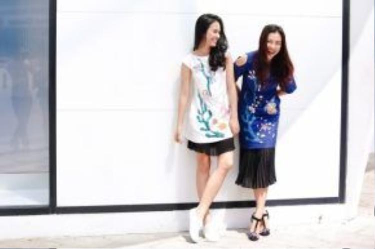 Khéo léo kết hợp đầm suông cùng các kiểu giày khỏe khoắn, trẻ trung như bata, cao gót dây, bạn sẽ nổi bật và fancy như hai cô nàng!
