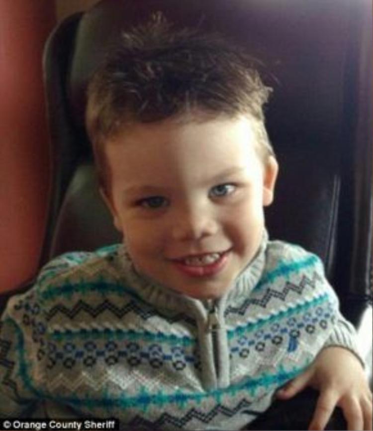 Cậu bé 2 tuổi Lane Graves bị cá sấu lên bờ kéo xuống hồ nước trong công viên Walt Disney tại Mỹ