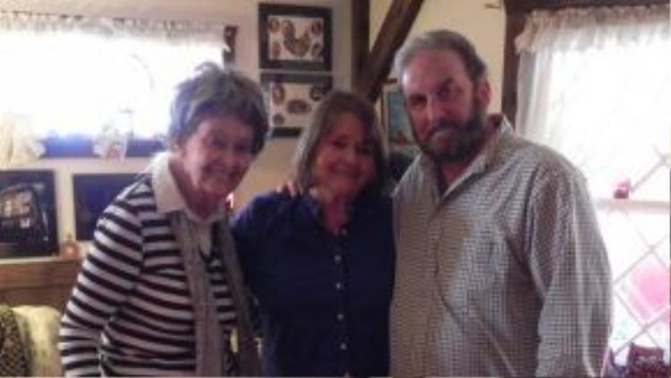 Từ trái sang: Nhà ngoại cảm Lorraine, con gái duy nhất của bà là Judy Warren và chồng cô là Tony Spera.
