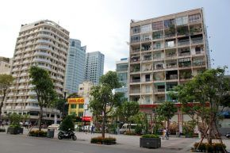 Chung cư số 42 Nguyễn Huệ tuy đã khá cũ kỹ so với những tòa nhà hiện đại xung quanh nhưng ẩn chứa rất nhiều điều thú vị.