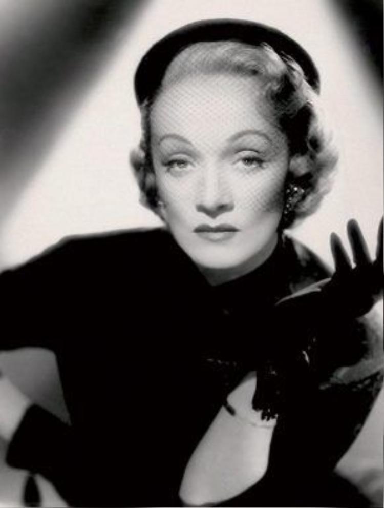 Huyền thoại điện ảnh Marlene Dietrich với chiếc mũ bê rê trứ danh