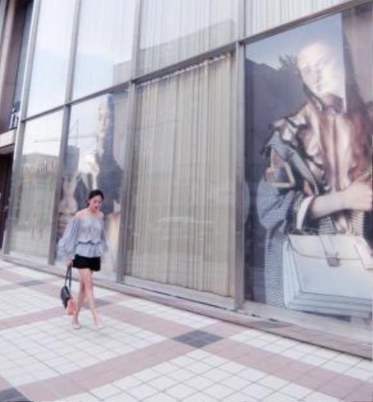 Văn Mai Hương cũng là fan của tông màu nhạt nhẹ này.