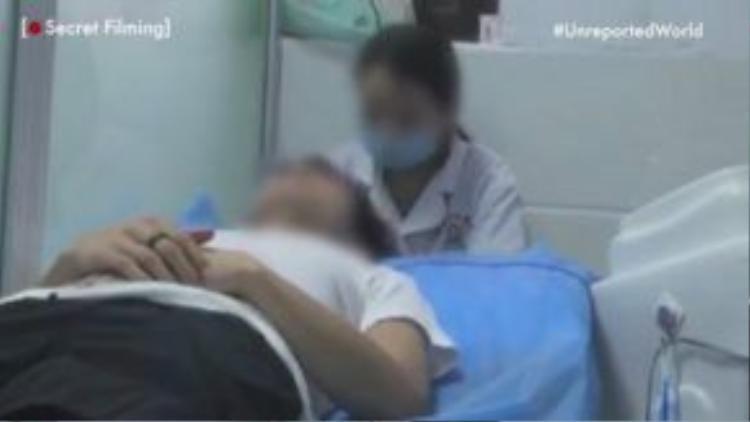 Một bệnh nhân đang được chữa trị khuynh hướng giới tính.