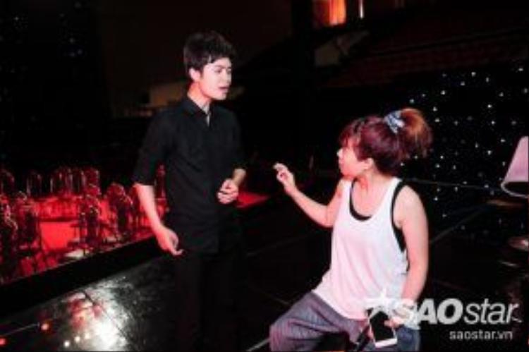 Bên cạnh Tuấn Phương ngoài sự hướng dẫn của HLV Tùng Dương còn có sự trợ giúp của nhạc sĩ Lưu Thiên Hương.
