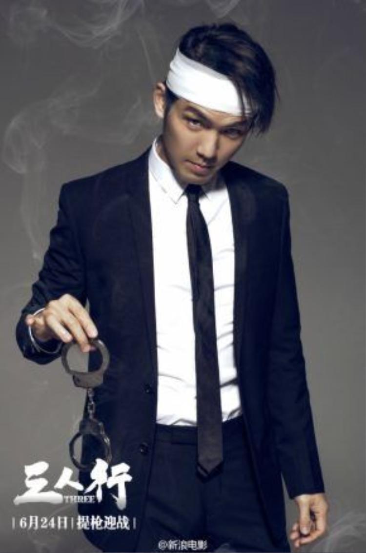Chung Hán Lương vào vai tên tội phạm nguy hiểm trong phim điện ảnh Tam nhân hành.