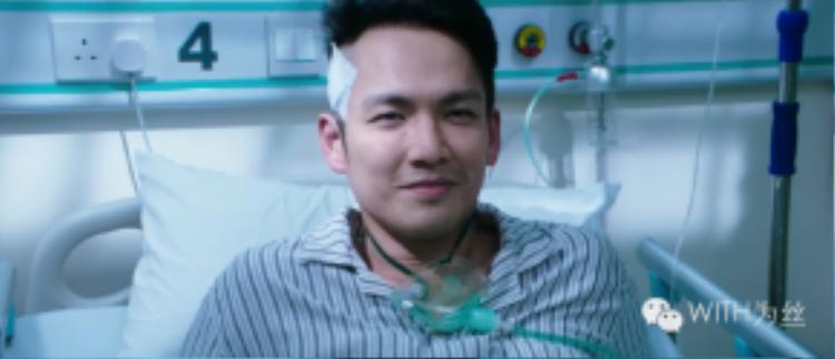 """""""Tên tội phạm"""" Chung Hán Lương trở thành nỗi khiếp sợ đối với các bệnh nhân và bác sĩ. Tiếng huýt sáo đầy ám ảnh xuyên suốt bộ phim tạo cho người xem về những dự cảm không lành."""