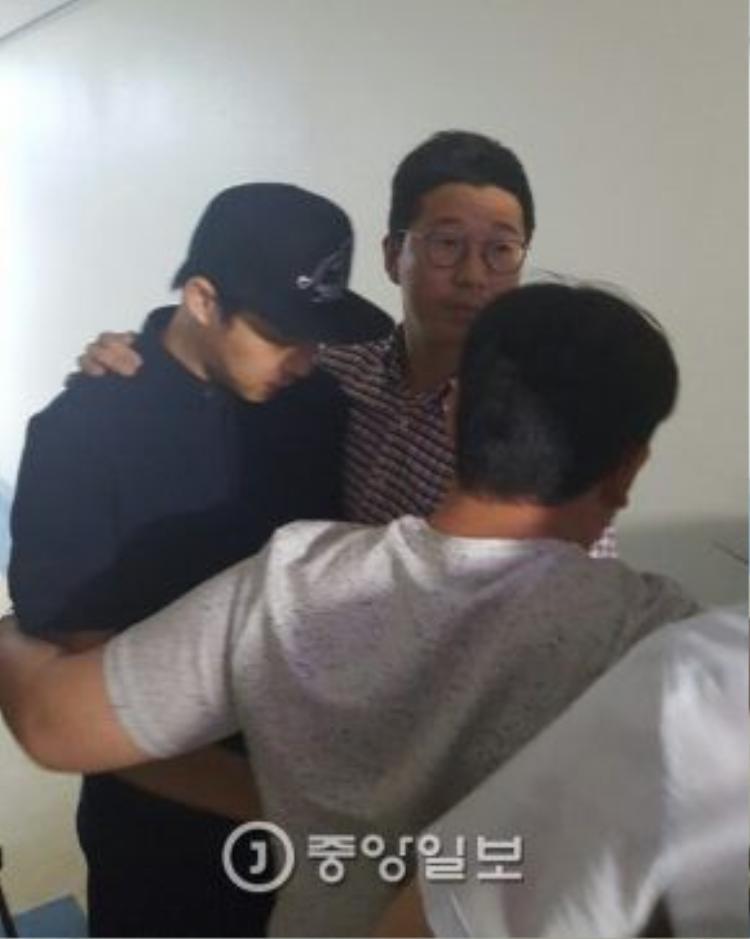 Yoochun tiều tụy vì scandal