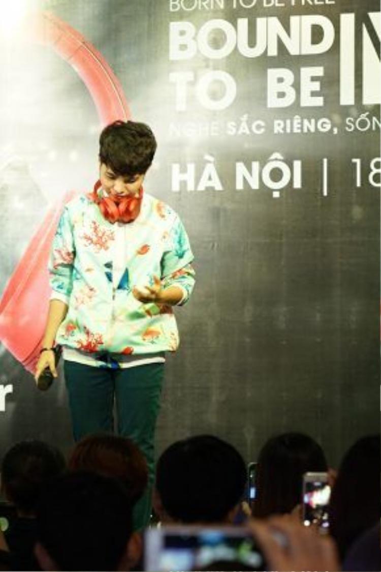 Vũ Cát Tường xuất hiện giản dị trong buổi giao lưu với người hâm mộ Hà Nội.