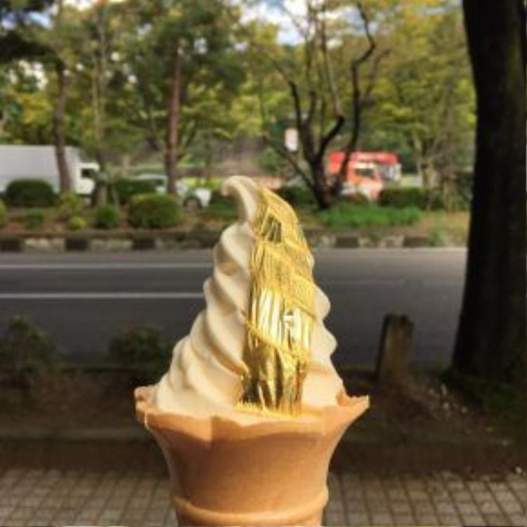 Kem có giá khoảng 9,5 USD một chiếc và nhanh chóng trở thành một trải nghiệm du lịch không thể thiếu ở Kanazawa. Ảnh: Peigeeatbigonfood/Wordpress.