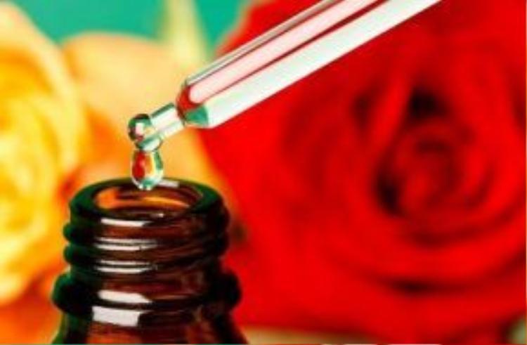 Tinh chất hoa hồng - một trong những thành phần chính của kem dưỡng trắng.