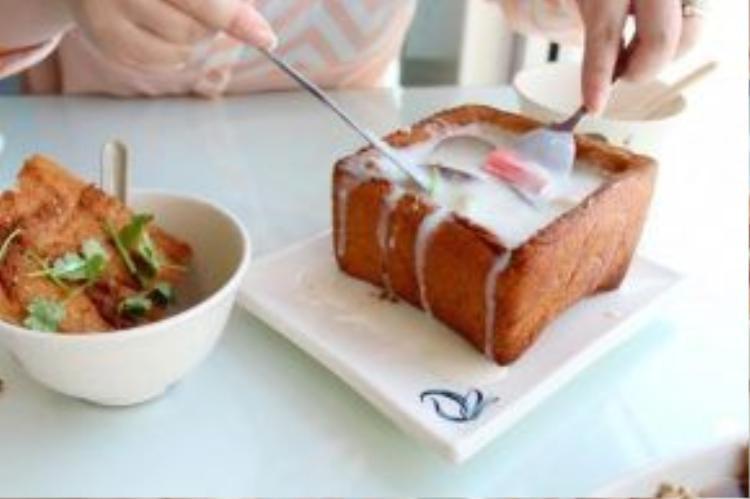 Bành mì quan tài luôn nằm trong danh sách món ăn đường phố nổi tiếng và được ưa thích nhất tại Đài Loan. Du khách có thể tìm thấy ở mọi nơi trên khắp đất nước, từ nhà hàng sang trọng cho tới các quán bình dân. Tuy nhiên, lựa chọn chợ đêm là nơi dừng chân sẽ đem đến trải nghiệm thú vị hơn. Ảnh: 365dining.