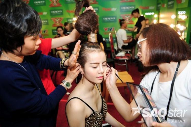 Thanh Lam đọ sắc, khoe sự quyến rũ cùng Hồ Quỳnh Hương sau hậu trường X Factor